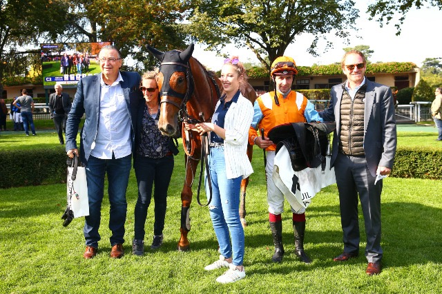 Auteuil: Another mild, yet one more within the hedges!